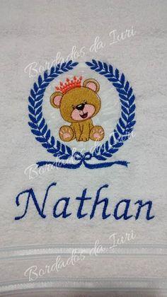 Toalha de banho Nathan para o novo rei da casa !!! Presente marcante para um momento especial.  Temos outras molduras e personagens, montamos composições exclusivas, com as cores que escolher !Criação Bordados da Iuri.
