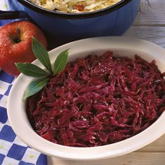 Apfel-Rotkohl – German Red Cabbage and Apple Recipe Apples And Cabbage Recipe, Red Cabbage With Apples, Sweet And Sour Cabbage, Red Cabbage Recipes, German Red Cabbage, Pork Roast Recipes, German Kitchen, Food Test, Vegetable Side Dishes