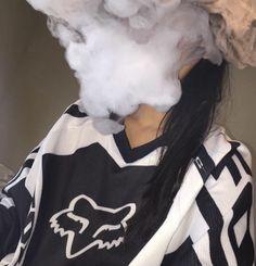 Camille Crimson fajčenie
