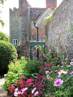 Greys Court, Henley-on-Thames, Oxfordshire, U. English Manor Houses, English Castles, Manor Homes, English Architecture, Henley On Thames, Grand Homes, Driveways, National Trust, British Isles