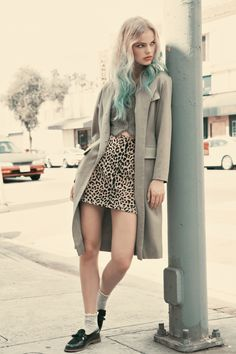 Cute fashion editorial by Los Angeles based women's vintage boutique Lonely Dot. Hipster Haircuts For Men, Hipster Hairstyles, Dope Fashion, Fashion Beauty, Street Fashion, Expensive Suits, Hipster Dress, Hipster Looks, Casual Outfits