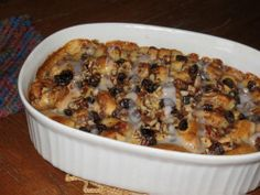 Cinnamon roll bread pudding: SUPER easy, uses tube cinnamon rolls, only a couple of ingredients, and DELICIOUS! | Living the Country Life | http://www.livingthecountrylife.com/blogs/lisas-kitchen/2010/03/08/cinnamon-roll-bread-pudding/