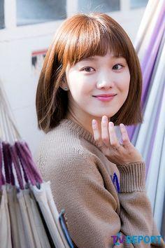 Short hair or long hair still suits her well 😍 Lee Sung Kyung Hair, Nam Joo Hyuk Lee Sung Kyung, Korean Actresses, Korean Actors, Actors & Actresses, Weightlifting Kim Bok Joo, Korean Girl, Asian Girl, Joon Hyung