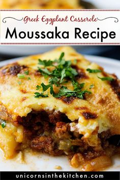 moussaka griechisch Moussaka is a classic Greek eggplant casserole thats super delicious. This tradi. - Moussaka is a classic Greek eggplant casserole thats super delicious. This traditional Greek recipe - greek recipe Casserole Recipes, Meat Recipes, Dinner Recipes, Cooking Recipes, Healthy Recipes, Healthy Nutrition, Drink Recipes, Healthy Eating, Eggplant Moussaka