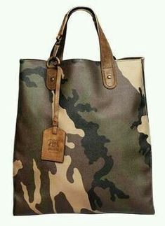 Army Print Murses - Trussardi 1911 brings out the tough guy in all men with his… Mk Handbags, Purses And Handbags, Handbags Online, Prada Purses, My Bags, Tote Bags, Duffle Bags, Army Print, Men's Totes
