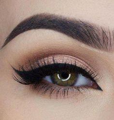 Calm Makeup Brushes Organization #makeuptutorial #MakeupSetSimple