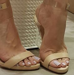 Clear and nude ankle strap sandals. Tacchi Close-Up #Shoes #Tacones #Heels