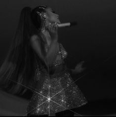 4 Ariana Grande Hair Styles You Can Do in 30 Minutes Ariana Grande Hair, Ariana Grande News, Ariana Instagram, Black And White Picture Wall, Guinness World, Dangerous Woman, Hair Blog, Forever, Celebs