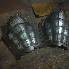 Warrior bracers!. Larp Armor, Cosplay Armor, Armadura Medieval, Apocalypse Armor, Types Of Armor, Post Apocalyptic Costume, Female Knight, Leather Armor, Leather Projects