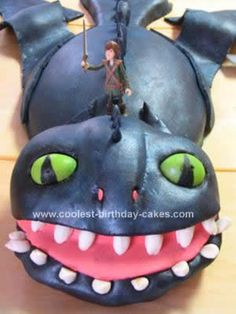 Homemade How To Train Your Dragon Birthday Cake: This How To Train Your Dragon Birthday Cake  posed a bit of a challenge! The head is made of 2 - 6 inch round cakes that I put frosting in between and