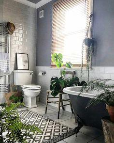 Creating a Tropical Bathroom on a Budget Tropical Bathroom, Boho Bathroom, Bathroom Sink Vanity, Grey Bathrooms, Budget Bathroom, Tropical Decor, Clawfoot Bathtub, Bathroom Bath, Bathroom Ideas