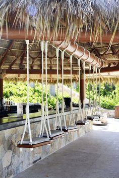 Inspiring Outdoor Bar Design Ideas For Outdoor Inspirations - Terrasse Deco Restaurant, Outdoor Restaurant, Restaurant Design, Outdoor Tiki Bar, Outdoor Bars, Outdoor Spaces, Outdoor Living, Balkon Design, Beach Cafe