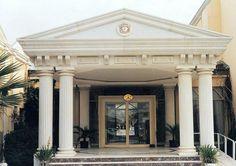 prekast cephe - Google'da Ara Classical Architecture, Beautiful Architecture, Villa Design, House Design, Garden Seating, Entrance Gates, Facade House, Modern Buildings, Ceiling Design