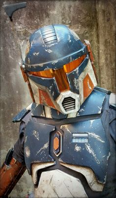 Layered chest diamond, actual scratches in armor, vest, digital readout. Boba Fett Cosplay, Mandalorian Cosplay, Cosplay Armor, Sith, Chasseur De Primes, Star Wars Design, Pokemon, Star Wars Rpg, Star Wars Costumes