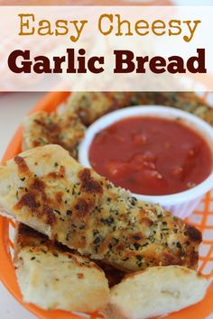 easy cheesy garlic bread :: This recipe for garlic bread pretty much covers everything I look for in a good recipe. It's easy to make, it contains only common, easy-to-find ingredients, and it's delicious! Plus, while I wouldn't exactly call it a health food, this easy garlic bread recipe is healthier than those frozen kinds you can buy.