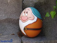[TDL] Disney's Easter - Egg Hunt in Tokyo Disneyland 2014 Pebble Painting, Pebble Art, Stone Painting, Stone Crafts, Rock Crafts, Disney Easter Eggs, Rock Painting Patterns, Painted Rocks Kids, Mini Canvas Art