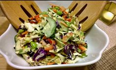 Thai Crunch Salat mit Erdnuss-Dressing, ein gutes Rezept aus der Kategorie Schne… Thai Crunch salad with peanut dressing, a good recipe from the category Fast and easy. Ensalada Cobb, Ensalada Thai, Salad Dressing Recipes, Salad Recipes, Avocado Recipes, Asia Salat, Imitation Crab Salad, Thai Crunch Salad, Asian Chopped Salad
