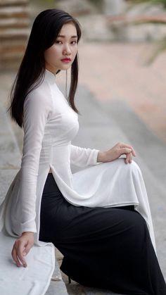 Girl in ao dai 💗💗 Vietnamese Clothing, Vietnamese Dress, Vietnamese Traditional Dress, Traditional Dresses, Ao Dai, Asian Woman, Asian Girl, Vietnam Girl, Beautiful Asian Women