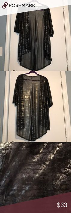 LuLaRoe Small Silver & Black Elegant Lindsay! 🖤GREAT LINDSAY🖤 ELEGANT COLLECTION! Black with silver shimmer throughout!! Light weight perfect over any outfit!! THIS WILL FIT MANY WOMEN OF ALL SIZES!! Perfect for the holidays!! LuLaRoe Tops