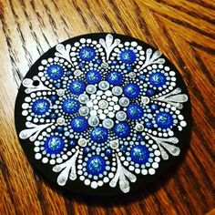 Dot Art Painting, Mandala Painting, Pebble Painting, Pebble Art, Stone Painting, Mandala Painted Rocks, Mandala Rocks, Flower Mandala, Painted Stones