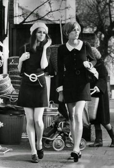 High street shoppers embodying the fashion of the late 1960s (by Roy Jones) pic.twitter.com/pujIVDrN0r