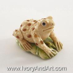 Mammoth Ivory Netsuke - Jewel Frog Catching The Leaf