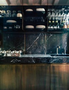 Kitchen Interior Design Kitchen Design: Black Marble is the New White Marble Minimalist Kitchen, Minimalist Decor, Minimalist Interior, Minimalist Living, Modern Minimalist, Black Kitchens, Cool Kitchens, Kitchen Black, Kitchen Modern