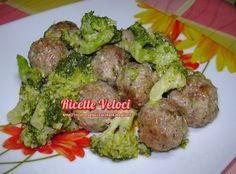 I broccoletti.....buoni anche con le polpette.....da leccarsi i baffi !!! 3 persone Preparare l'impasto per le polpettine con 200 gr di carne macinata scel