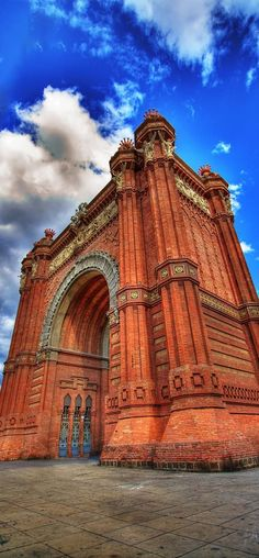 Arco de Triunfo in Barcelona - Cataluña , Spain