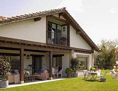 La casa de mis sueños (otra más) Cottage House Plans, Small House Plans, Cottage Homes, Swiss House, Hacienda Homes, Urban Garden Design, Container House Plans, Dome House, White Houses