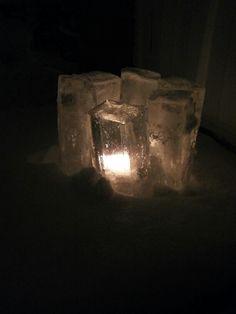 Jäälyhty maitopurkkeihin jäädytetyistä jääpaloista.
