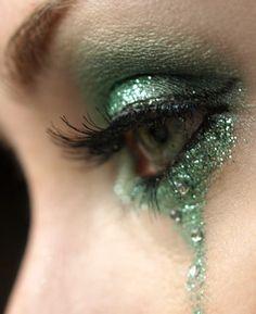 Green metallic eye make up Makeup Art, Beauty Makeup, Hair Makeup, Hair Beauty, Makeup Eyes, Eyeshadow Makeup, Eyeliner, Shining Tears, Mermaid Eyes