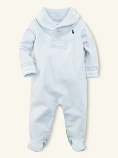 this would be a cute coming home from the hospital outfit for my little guy!