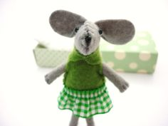 Stuffed felt mouse animal green in matchbox by atelierpompadour, €19.00