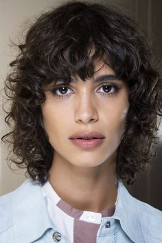 backstage Hi beauty! Corte Shaggy, Mullets, Hair Trends, Curly Hair Styles, Hair Cuts, Beauty, Beleza, Hair With Bangs, Hair Type
