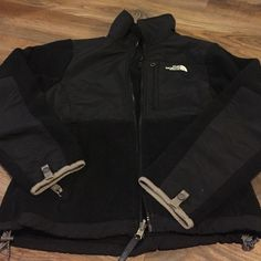 North Face Denali Jacket XS ladies jacket. Very warm. Small burn mark on inside or left arm, could prob be sewn shut or patches of desired. It's not really noticeable when wearing. North Face Jackets & Coats