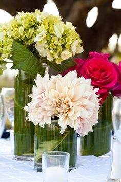I like these vases and also the flowers, sub blue and white for pink and green