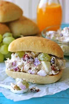 Healthy Chicken Salad Recipe With Grapes And Greek Yogurt.Greek Yogurt Chicken Salad With Dill Easy And Healthy. Greek Yogurt Chicken Salad With Dill Easy And Healthy. Greek Yogurt Chicken Salad With Grapes Easy Chicken . I Love Food, Good Food, Yummy Food, Yummy Yogurt, Delicious Dishes, Salada Light, Greek Yogurt Chicken Salad, Salad Chicken, Greek Yoghurt