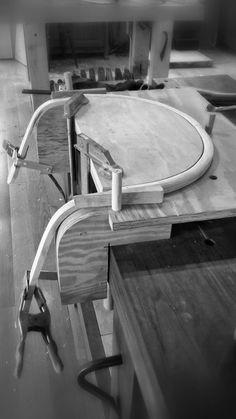 Complex bends for simple forms. Bending Plywood, Steam Bending Wood, Front Door Design Wood, Wood Design, Woodworking Techniques, Woodworking Projects Diy, How To Bend Wood, Modern Wood Furniture, Wooden Armchair