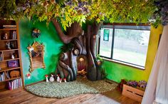 Dad builds a Disney-style fairy tale tree for his kid's bedroom . Rob Adams built his daughter a fairytale bedroom, complete with an enchanted reading nook. Indoor Tree House, Indoor Trees, Tree Bedroom, Kids Bedroom, Bedroom Apartment, Kids Rooms, Apartment Therapy, Lego Bedroom, Room Kids