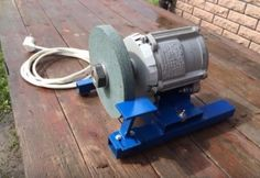Disc Grinder - Homemade disc grinder constructed from a surplus washing machine motor, an abrasive disc, tubing, steel plate, rubber grommets, and sheetmetal. Metal Working Tools, Metal Tools, Homemade Tools, Diy Tools, Rebar Railing, Blacksmithing Beginners, Washing Machine Motor, Diy Knife, Bench Grinder