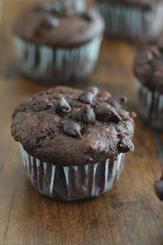 chocolate muffins and yogurt. Perfect for breakfast or afternoon tea. Cupcake Toppers, Cupcake Cakes, Cupcakes, Yogurt Muffins, Chocolate Muffins, Chocolate Yogurt, Cake Factory, Sweet Desserts, Afternoon Tea
