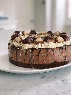 No-Bake Kinder Bueno Cheesecake – bakingwithfliss Nutella Cheesecake, Cheesecake Recipes, Dessert Recipes, Cheesecakes, Creme, Biscuits, Deserts, Chocolate, Cooking