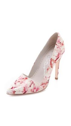 Alice & Olivia - Dina Cherry Blossom Pumps, these are BEAUTIFUL! I'd be afraid to wear them and mess them up! Cute Shoes, Me Too Shoes, Prada, Shoe Boots, Shoes Heels, High Heels, Valentino, Floral Pumps, Shoes