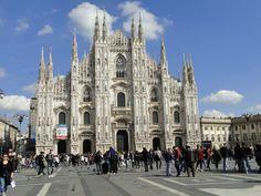 Duomo di Milano, A majestosa catedral em estilo gótico de Milão, na Itália, fica bem no centro da cidade. É linda por fora e por dentro, vale a pena encarar a fila para conhecê-la. Mais em www.wayway.com.br #church #milano
