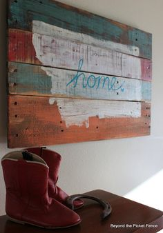 ADD: WHEW, I'M HOME! Use scrap wood, fence pickets, or pallet wood. Paint your state on it. Leave plain or decorate. Could add your state flower or bird to it. Pallet Crafts, Wood Crafts, Diy Crafts, Scrap Wood Projects, Home Projects, Pallet Projects, Pallet Ideas, Wood Pallets, Pallet Wood