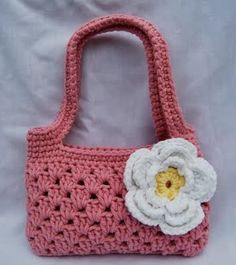 Crochet kids purse free pattern signs Ideas for 2019 Crochet Girls, Crochet For Kids, Crochet Baby, Simple Crochet, Crochet Shell Stitch, Bead Crochet, Crochet Handbags, Crochet Purses, Purse Patterns Free