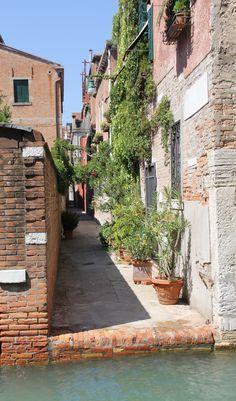 Piccola calle a Venezia