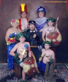 View the Funniest & Most Awkward Family Portraits at Awkward Family Photos. Discover the web's online celebration of uncomfortable moments! Awkward Family Pictures, Weird Family Photos, Awkward Family Photos, Bad Photos, Funny Photos, Family Pics, Family Album, Awkward Funny, Hilarious