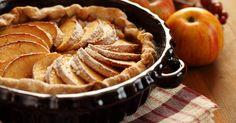 Wenn Sie eine gestürzte Apfeltarte selber machen wollen, brauchen Sie außer einem Mürbeteig und Äpfeln nicht viel. So können Sie auf besonders köstliche Art und Weise Äpfel verarbeiten, die Sie noch im Haus haben.